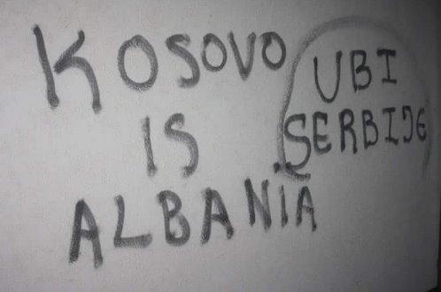 Расистички графити против српске деце у Угљару, исписани на зидовима школе