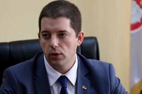 Србима, које је Влада Србије натерала да напусте косовске институције Ђурић неће да одговори, а позива Србе да напусте КЗК